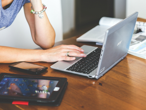 Laptop online shopping