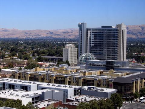 Intel considers defensive bid for Broadcom