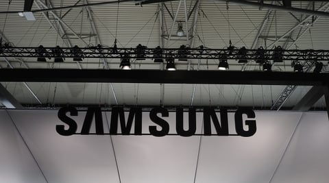Samsung launches smartphone that 'blocks internet'