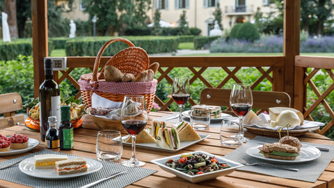 A picnic in the gardens at Four Seasons Hotel Firenze