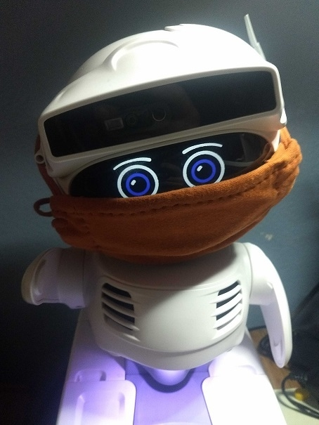 A robot that reminds you to wear a mask