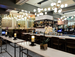 Executive Hotel Le Soleil New York coffeeshop with tables and stools