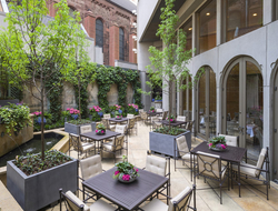 The Rittenhouse courtyard with tables and chairs