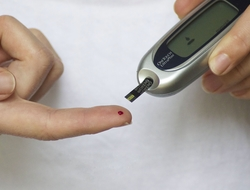 Person testing insulin with test strip