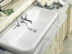 The Lario 100 Solo is influenced by Victorian design with a subtle rim detail.