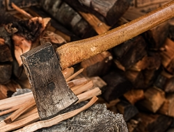 ax splitting wood