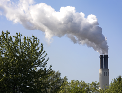 The flue gases of coal-fired power plants must be continuously monitored (WikipediaCommons)