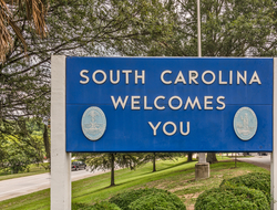 "A sign that reads ""South Carolina welcomes you"""