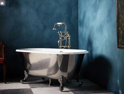 The Ashburn small cast iron bathtub has ball and claw feet, and is a compact freestanding roll-top based on an 18th century bateau bath.