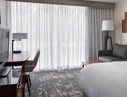 Park Ridge Marriott unveils modern renovations.