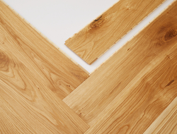 The new planks (Aintree, Bath, Epsom, Windsor, Ascot and Cheltenham) are available in six new shades.