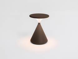 Portable, light and shaped in the archetypal conical form, Salt & Pepper lamp offers from 10 hours to 100 hours of battery life.