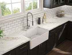 The new Forte sink blends organic materials with aluminum, thereby maintaining the warmth of fireclay while adding the strength of metal.