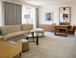 BAMO renovates suites of Four Seasons Hotel Chicago.