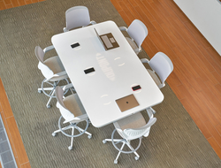 The table combines DuPont's experience in the fields of technology and design, offering a collaboration solution with conferencing and phone calls, as well as easy-to-use controls for adjusting the room environment.