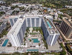 I South Beach - Host Hotels