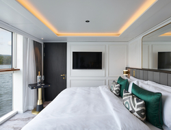 Crystal Bach River Suite