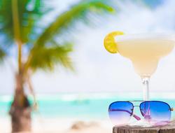 Margarita and sunglasses on a beach