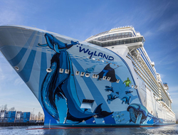 Norwegian Bliss Float Out