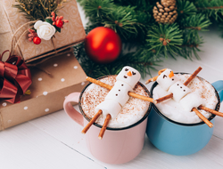 marshmellow snowmen in hot chocolate