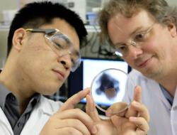 NTU scientists with microbubbles