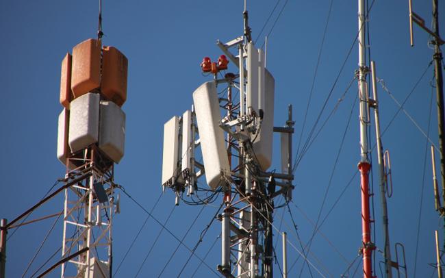 Cellular antennas on tower