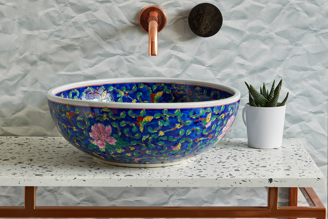 Inspired by traditional chinoiserie, Blue Layla has ornate hand-painted florals intertwined with butterflies. The white rim gives it an elegant finish.